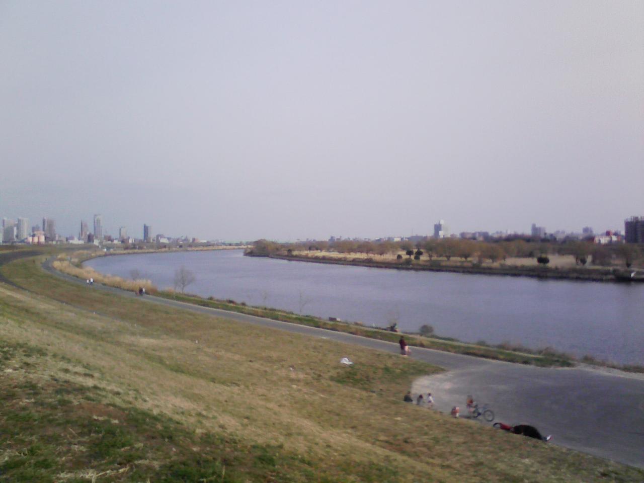 お出かけスポット「荒川河川敷」の口コミ情報を紹介します。